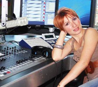 Mine Ayman Hangi Radyo İle El Sıkıştı?